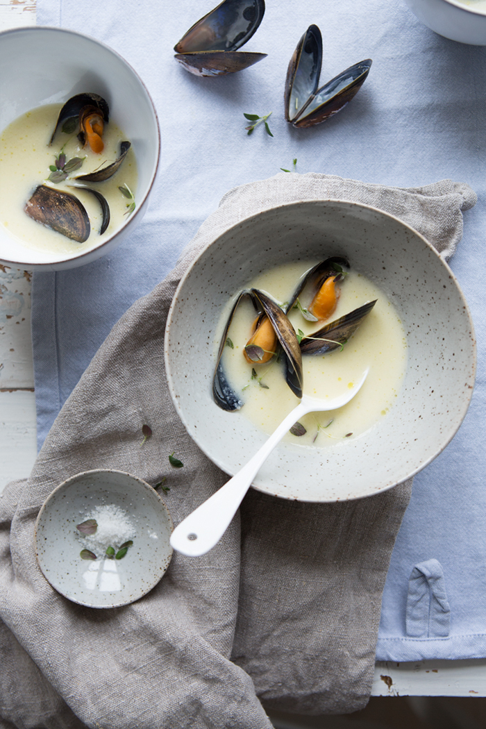 Jerusalem artichoke soup with steamed blue mussels :: Sonja Dahlgren/Dagmar's Kitchen