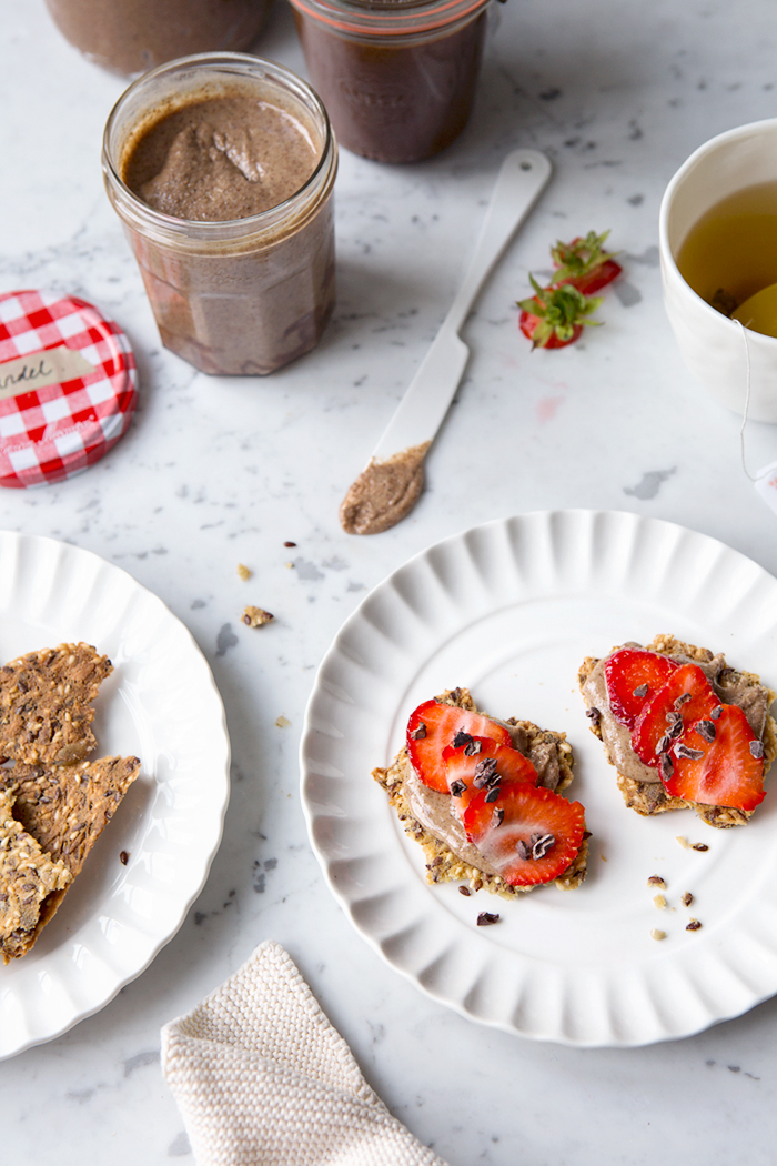 Gluten free seed crackers with almond butter, strawberries and cacao nibs :: Sonja Dahlgren/Dagmar's Kitchen