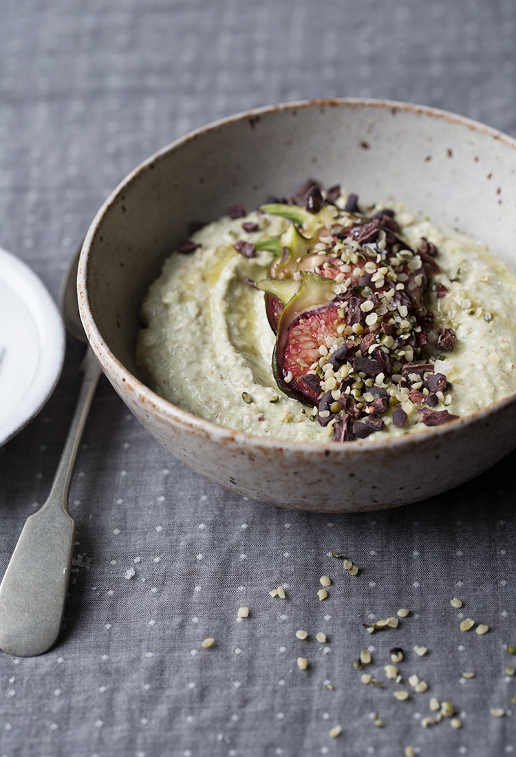 Raw sprouted buckwheat porridge with figs and cacao nibs :: Sonja Dahlgren/Dagmar's Kitchen