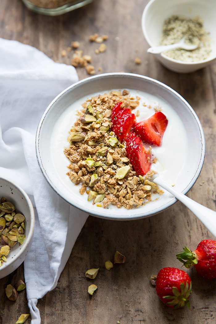 A basic and naturally sweetened oat granola :: Sonja Dahlgren/Dagmar's Kitchen