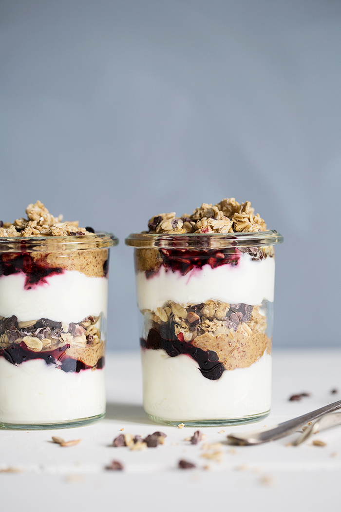Layered yoghurt jars with homemade almond butter & oat granola :: Sonja Dahlgren/Dagmar's Kitchen