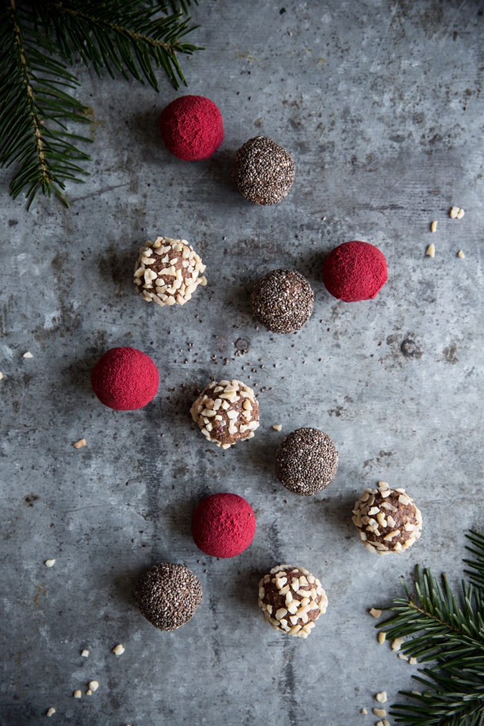 Gingerbread spiced bliss balls for Christmas :: Sonja Dahlgren/Dagmar's Kitchen